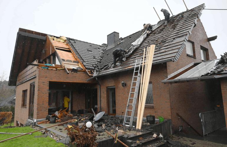 Dégâts engendré par la tornade sur une habitation de Roetgen, le 13 mars 2019. Source : Aachener Zeitung