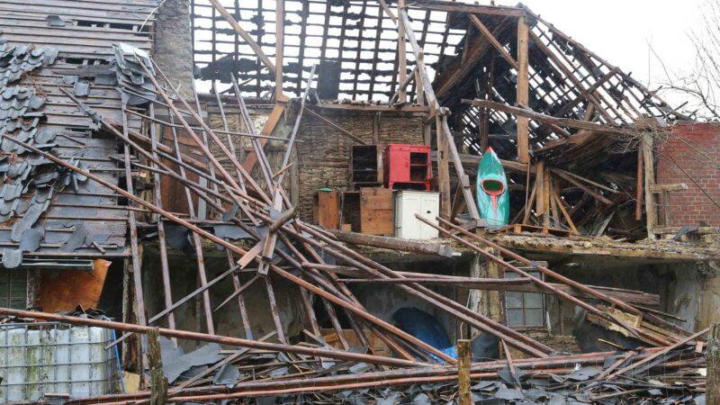 Partie de toiture arrachée par la tornade sur une habitation de Roetgen, le 13 mars 2019. Source : Aachener Zeitung