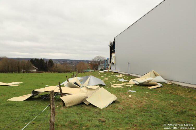 Dégâts observés sur une entreprise de Roetgen, lors de la tornade du 13 mars 2019. Source : Wetterservice Koblenz