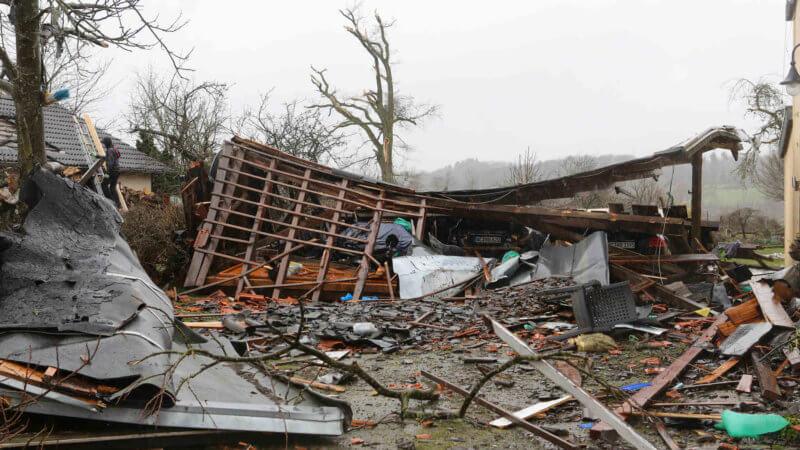 Garage effondré à la suite du passage de la tornade de Roetgen, le 13 mars 2019. Source : Aachener Zeitung