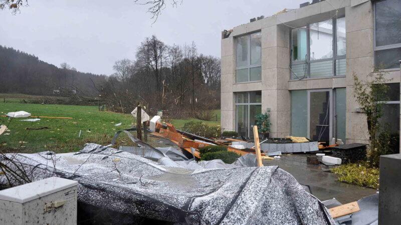 Toiture arrachée par la tornade de Roetgen, le 13 mars 2019. Source : Aachener Zeitung