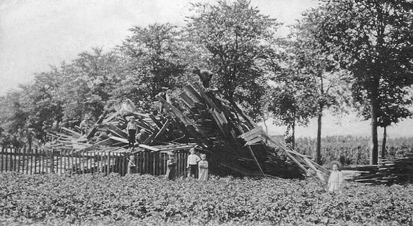 Bâtiment détruit par la tornade à Virton. Crédit: L. Duparque. Source: Kéraunos