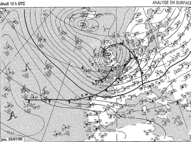 Analyse de surface de Météo France du 25 janvier 1990 à 13h00 heure belge montrant aussi bien le front froid que le retour d'occlusion (ici représenté sous les traits d'un second front froid).