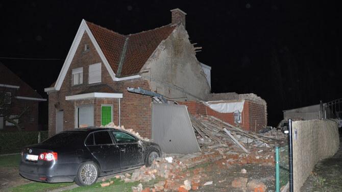 Habitation éventrée par un violent phénomène venteux le 25 janvier 2014, en province de Flandre Occidentale. Source : VRT