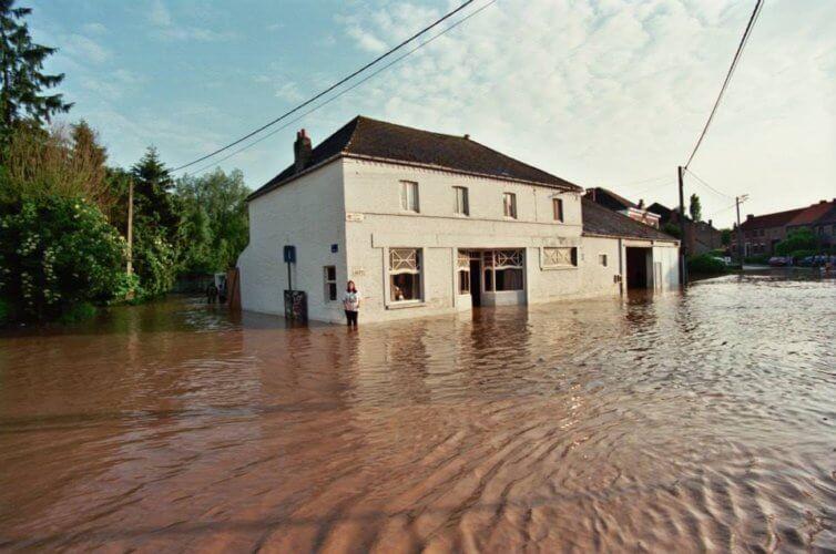 Inondationsà Tourinnes-la-Grosse, le 6 juin 1998. Crédit photo : Serge Hennebel