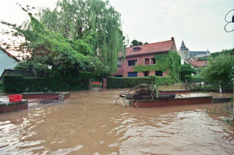 Crue éclair de la Nethen à Tourinnes-la-Grosse, en province du Brabant Wallon, le 6 juin 1998. Crédit photo : Serge Hennebel
