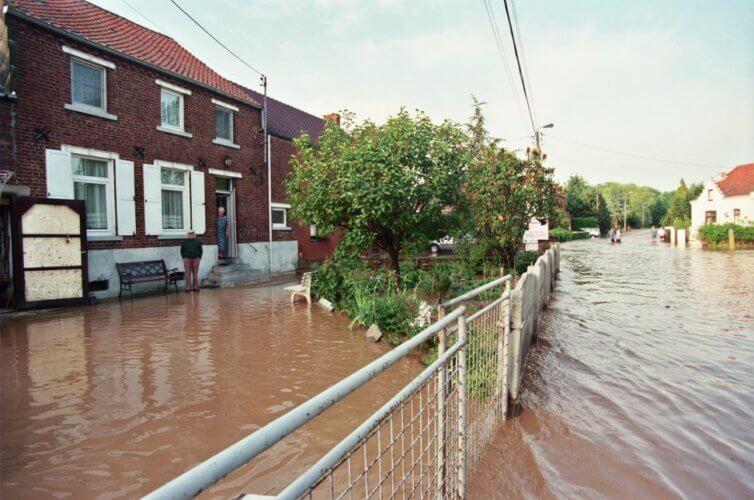 Tourinnes-la-Grosse sous eau suite à la crue éclair de la Nethen, le 6 juin 1998. Crédit photo : Serge Hennebel