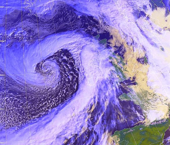 Image satellite du 2 mars, avec une nouvelle dépression de tempête à l'ouest de l'Irlande (source: Wokingham Weather).