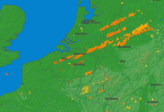 Coups de foudre détectés durant la journée du 7 mars 2019. Source : Lightningmaps.