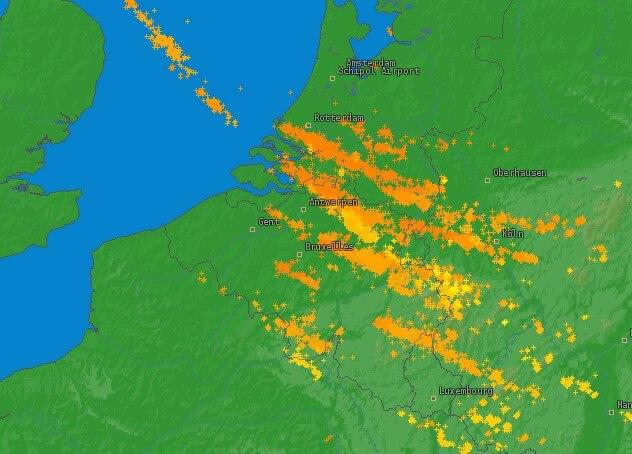 Coups de foudre détectés durant la journée du 13 mars 2019. Source : Lightningmaps