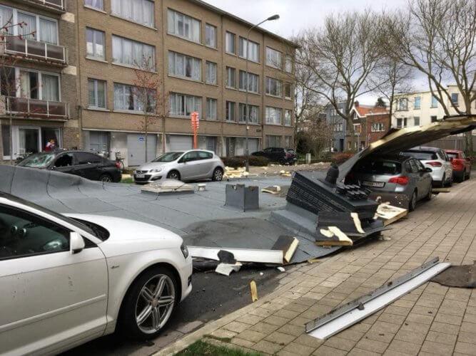 Toiture envolée à Mortsel, en province d'Anvers, le 10 mars 2019. Crédit photo : Albert Gheuens