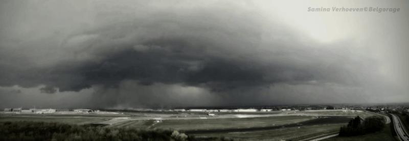 Arcus précédant une ligne d'orages multicellulaires à Steenokkerzeele, en province du Brabant Flamand, le 2 avril 2019. Crédit photo : Samina Verhoeven (photo smartphone)