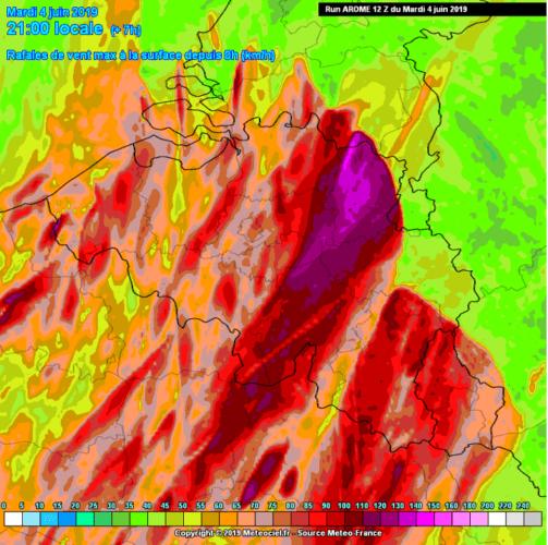 Modèle Arome illustrant les rafales de vents maximales prévues sur la Belgique à 21h00, le 4 juin 2019. Source : Météociel