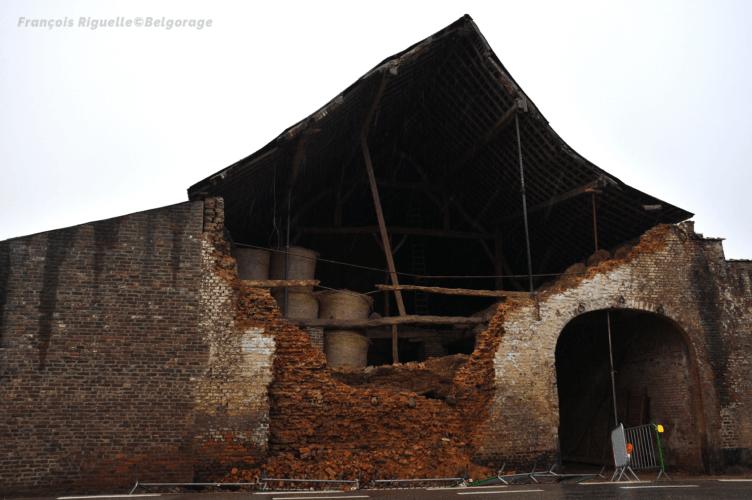 Grange en partie effondrée à la suite du passage d'une probable microrafale à Grand-Rosière, en province du Brabant Wallon, le 4 juin 2019. Crédit photo : François Riguelle.