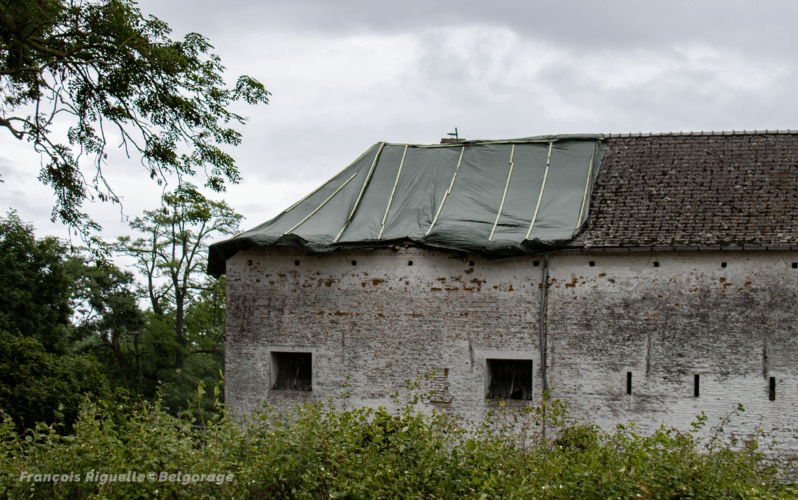Toiture endommagée à Huppaye, en province du Brabant Wallon, à la suite du passage d'une rafale descendante le 4 juin 2019. Crédit photo : François Riguelle