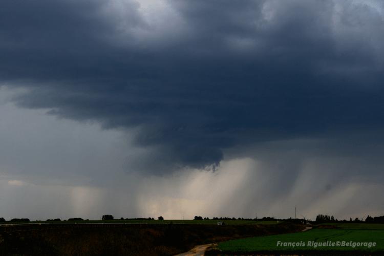 Courant ascendant d'un orage présentant des caractéristiques supercellulaires, le 19 juin 2019 vers 16h00 dans la région de Walhain, en province du Brabant Wallon. Crédit photo : François Riguelle
