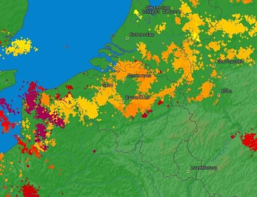 Occurrence de la foudre durant la journée du 13 août 2020. Source : Lightningmaps