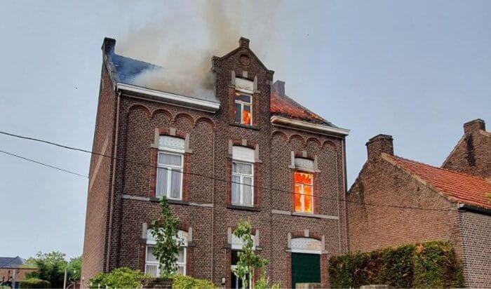 Incendie d'une habitation suite à un coup de foudre à Maasmechelen, en province de Limbourg, le 12 août 2020. Crédit photo : 112meldinguen. Source : HBVL