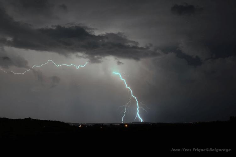 Coup de foudre à Molenbaix, en province de Hainaut, durant la soirée du 13 août 2020. Crédit photo : Jean-Yves Frique
