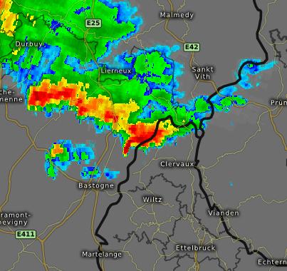 Radar de précipitations à 19h05 montrant la supercellule, au centre, avec son écho en crochet typique. Source : Kachelmann Wetter
