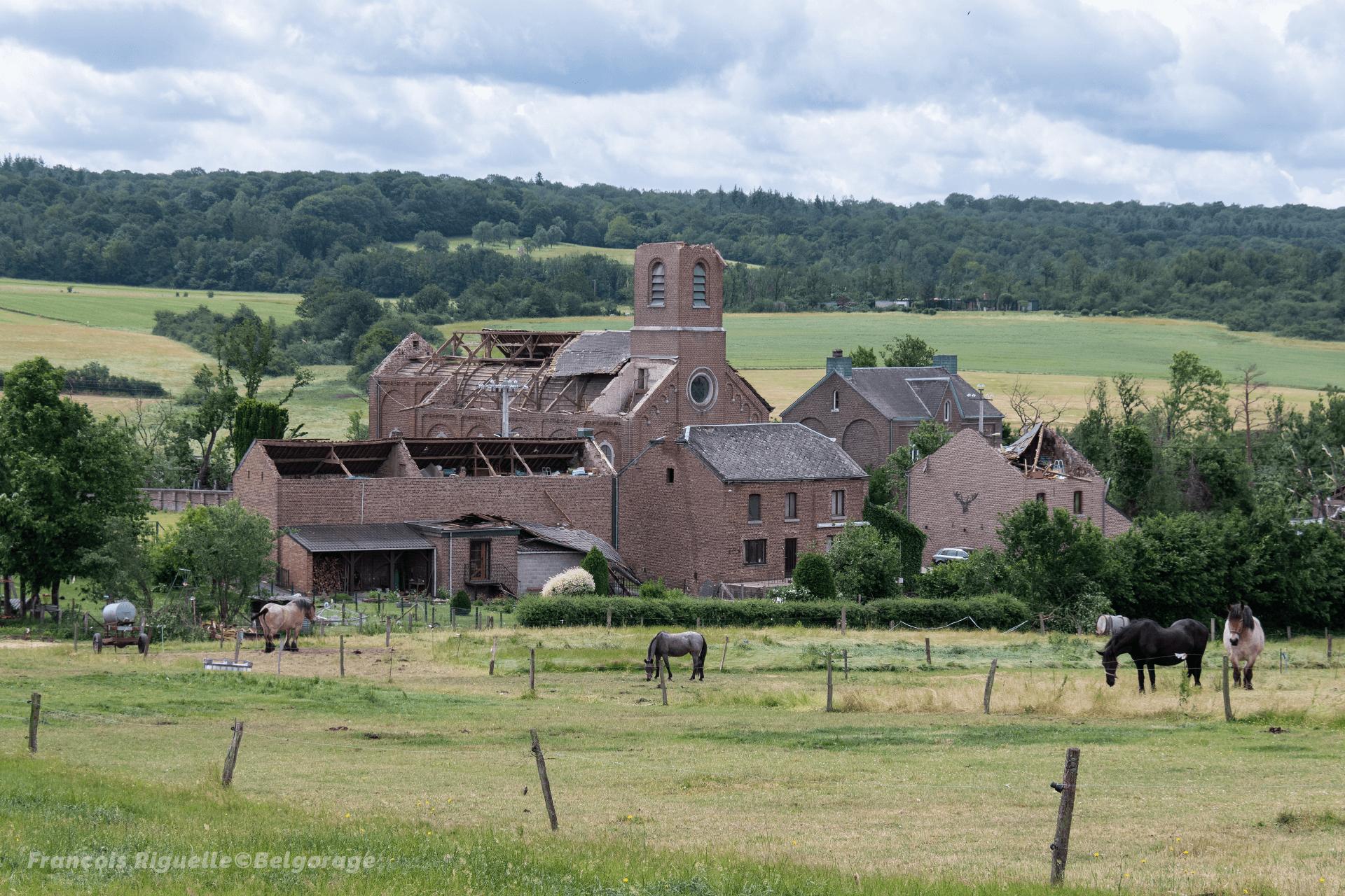 Dommages constatés sur le village de Laloux, en province de Namur, suite au passage d'une tornade le 19 juin 2021.