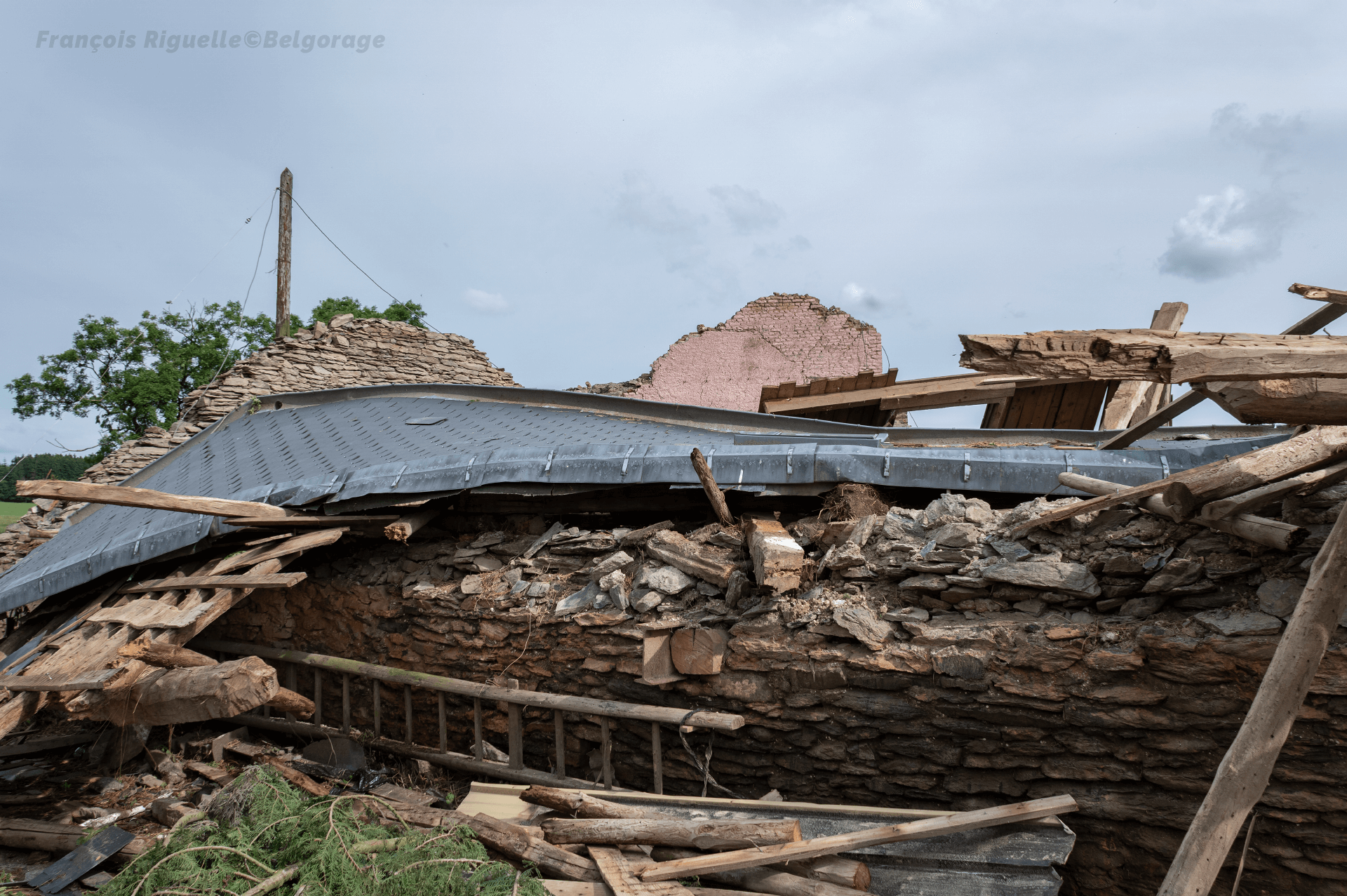 Dommages du niveau F2 constatés à Bernistap, en province de Liège, suite au passage de la tornade du 27 juin 2021.
