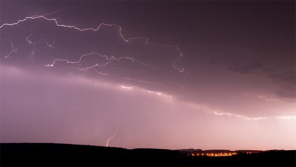 Genèses d'orages – Orage multicellulaire à l'activité électrique prononcée du 28 juin 2011