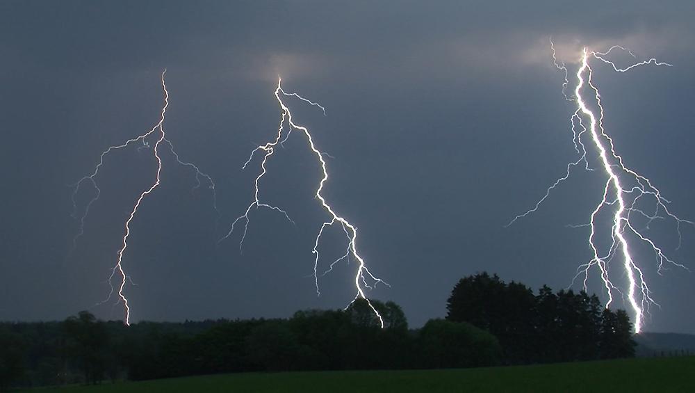 Genèses d'orages – Orage multicellulaire à foudroiements intenses du 24 mai 2012