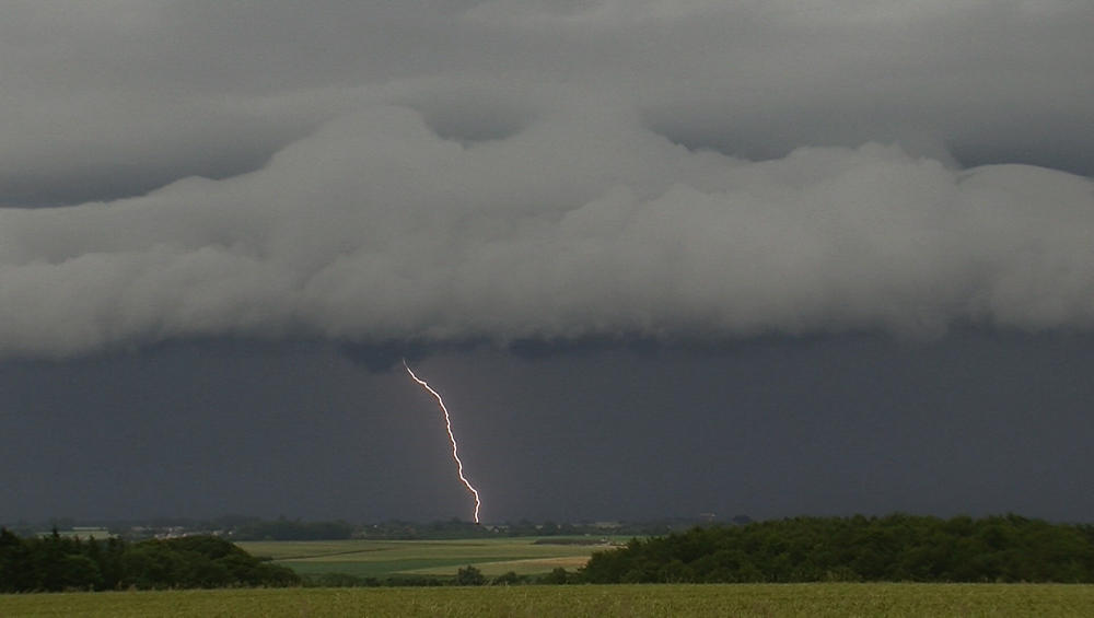 Genèses d'orages – Orages multicellulaires de masse d'air chaud des 04 & 05 juillet 2012