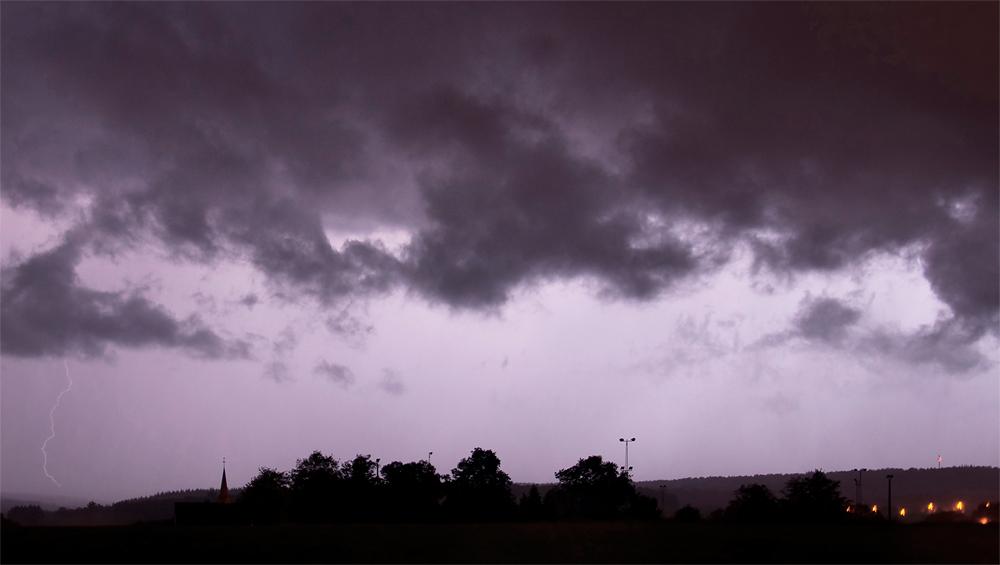 Genèses d'orages – Orage multicellulaire à l'activité électrique prononcée du 27 juillet 2012