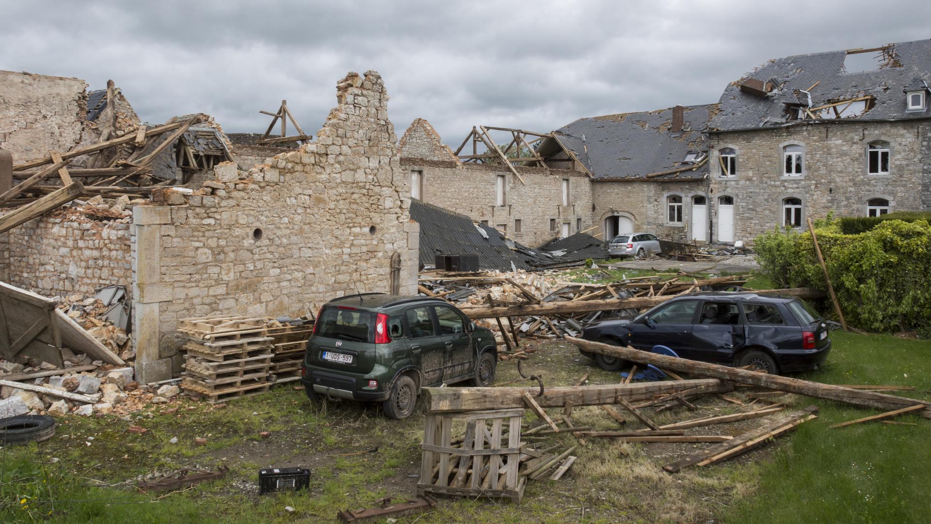 Instants d'orages – Dégâts causés par une tornade de niveau F2 – F3 sur une exploitation agricole